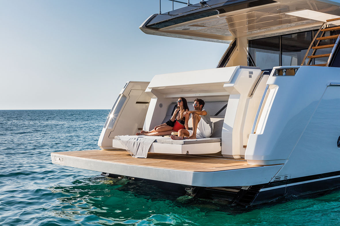 online retailer d3fa7 5fbbb Ferretti 780, when technology is at the service of the cruise