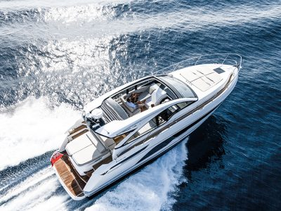 Fairline Yachts Targa 43 Open, imperturbabile sulle onde