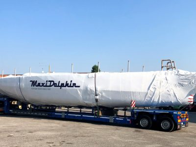 A Varazze il Maxi Dolphin MD62ab arriva in camion, il video