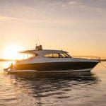 Riviera-5400-Sport-Yacht-Platinum-Edition-Lifestyle-04