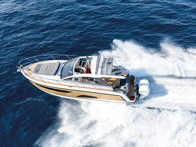 Sealine S330v, out to conquer space