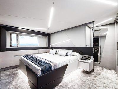 Pershing 7X, master cabin