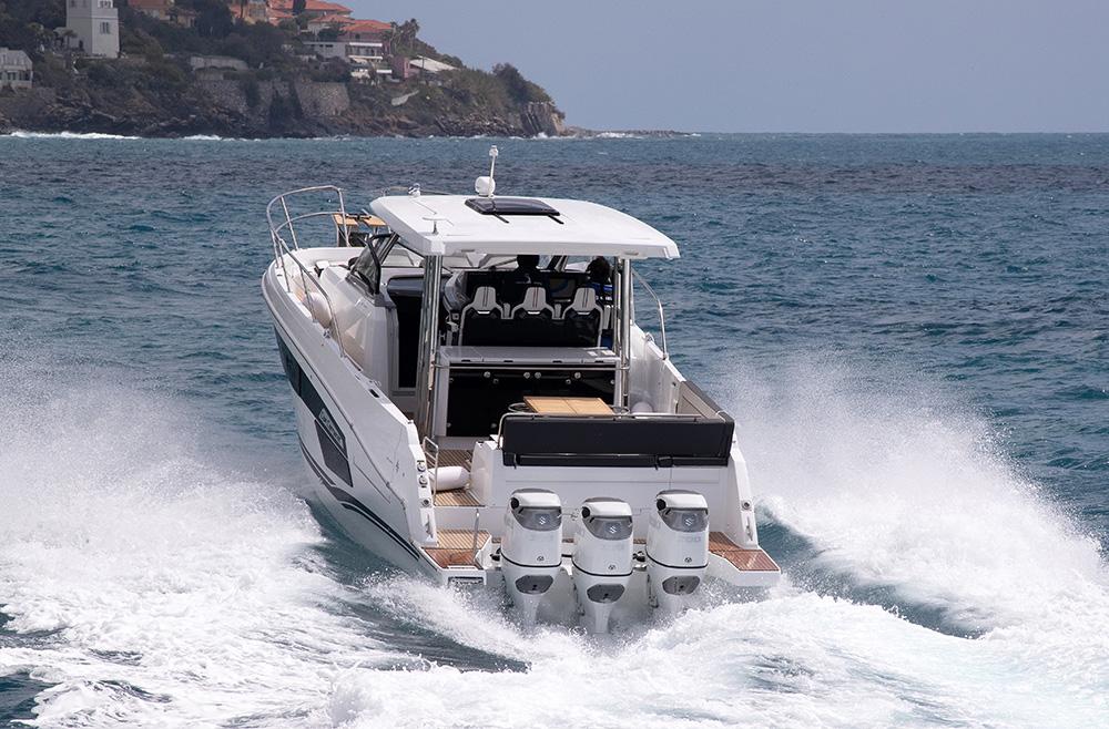 Jeanneau Cap Camarat 12.5 WA e 3xfuoribordo Suzuki DF300B